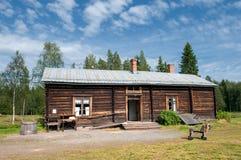 Gammalt lantbrukarhem i nordliga Sverige Royaltyfri Bild