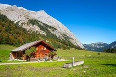 Gammalt lantbrukarhem, Karwendel Arkivbild
