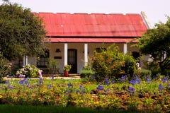 gammalt lantgårdhus Arkivfoton