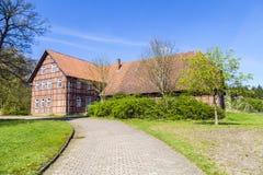 Gammalt lantgårdhus i Osterheide arkivfoto