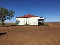 Gammalt lantgårdhus på Middleton i vildmark Queensland, Australien Arkivbild