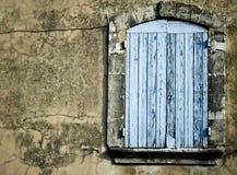 gammalt lantligt fönster för bakgrund Arkivbild
