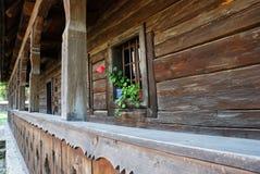 Gammalt lantligt hem i Rumänien Arkivbild
