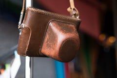 Gammalt läderfall för fotokamera Tappning som är retro, brunt Royaltyfri Bild
