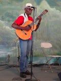 gammalt leka för gitarrmusiker Royaltyfria Foton