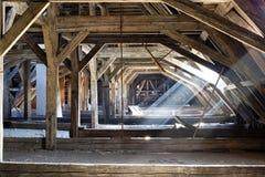 Gammalt loft av ett hus, dolde hemligheter Arkivfoto