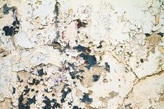 Gammalt måla på en grungy corrosive belägger med metall Arkivbilder