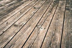 Gammalt mörkt wood golv i perspektiv Fotografering för Bildbyråer