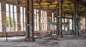 Gammalt makthus: Märkt strukturellt stål Royaltyfria Bilder