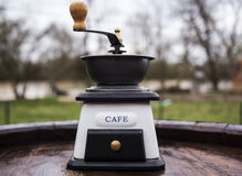 Gammalt mala för kaffe Arkivfoton