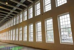 Gammalt mala fabriken Windows arkivbilder
