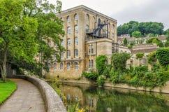 Gammalt mala, floden Avon, Bradford på Avon, Wiltshire, England Arkivfoton