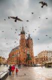 Gammalt marknadsföra kvadrerar i Krakow, Polen Royaltyfri Foto