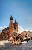 Gammalt marknadsföra kvadrerar i Krakow, Polen Arkivfoton