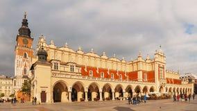 Gammalt marknadsföra kvadrerar i Krakow, Polen Royaltyfri Bild