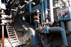 Gammalt maskineri av en övergiven fabrik Royaltyfria Foton