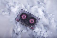 Gammalt mode skrapade molnet för ljudet för fotografi för kassettbandet det begreppsmässiga Arkivbilder