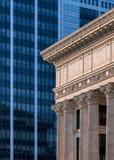 Gammalt mot nytt Albany arkitektoniskt abstrakt begrepp royaltyfri fotografi
