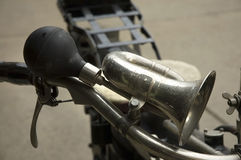Gammalt motorcykelhorn Arkivfoto