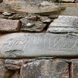 Gammalt namn på stenen royaltyfria bilder
