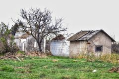 Gammalt och övergett hus var inget bor royaltyfri bild