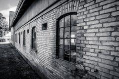 Gammalt och grungy ladugårdhus Arkivbild