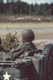 Gammalt oss arméjeep Arkivfoto