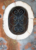 Gammalt ovalt fönster royaltyfri bild