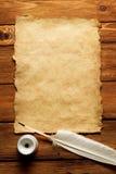gammalt papper för fjäderbläckhorn Arkivbild