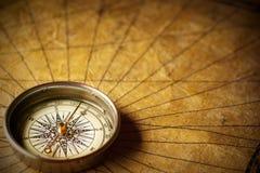 gammalt papper för kompass Arkivbild