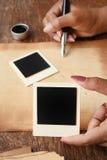 Gammalt papper med pennan och färgpulver Royaltyfria Bilder