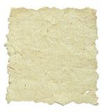 Gammalt papper med ungefärliga kanter på white Fotografering för Bildbyråer