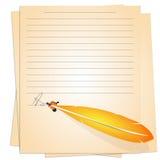 Gammalt papper och guld- penna Arkivbilder