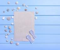 Gammalt papper på blåa bräden seamless tema för blått marin- hav Arkivbilder