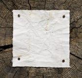Gammalt papper på trä Arkivbilder