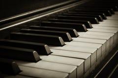 Gammalt piano Royaltyfria Bilder