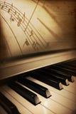 gammalt piano för elegans Arkivfoto