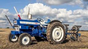 Gammalt plöja för traktor för vadställe 4000 Royaltyfria Bilder