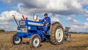 Gammalt plöja för traktor för vadställe 4000 Royaltyfri Fotografi