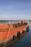 Gammalt rött lastfartyg Arkivfoto