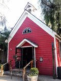 Gammalt rött skolahus, Buena Park Kalifornien royaltyfri fotografi