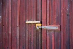 gammalt rött trä för dörr royaltyfria foton