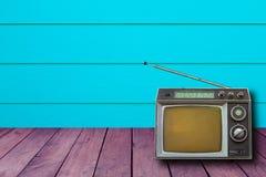 Gammalt retro litet för TV och för radio Royaltyfri Bild