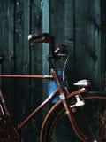 gammalt ridit ut rostigt för cykel royaltyfria bilder