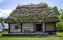 Gammalt romanian traditionellt hus Royaltyfri Foto
