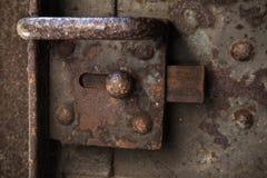 Gammalt rostat lås på ståldörr Fotografering för Bildbyråer