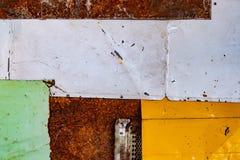 Gammalt rostigt belägger med metall bakgrund texturerar grunge texturerar av färgrikt gammalt målar ytbehandlar arkivbilder