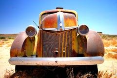 gammalt rostigt för bil royaltyfri fotografi