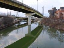 gammalt rostigt för bro royaltyfri bild