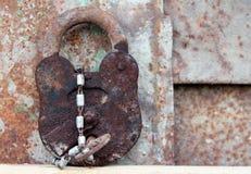 gammalt rostigt för key lås Arkivbild